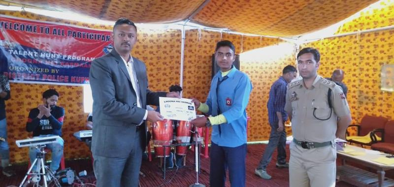 Students of AGS Wayne received prizes from SSP  KUPWARA.